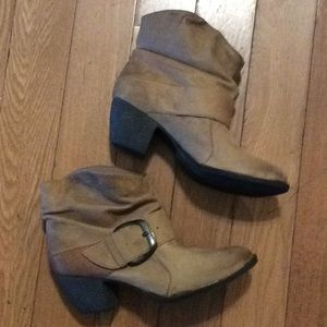 Mia buckle leather ankle boots sz. 8.5